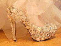 Taşlı Ayakkabılarınız İle Fark Yaratın. Modaya Öncü Olun