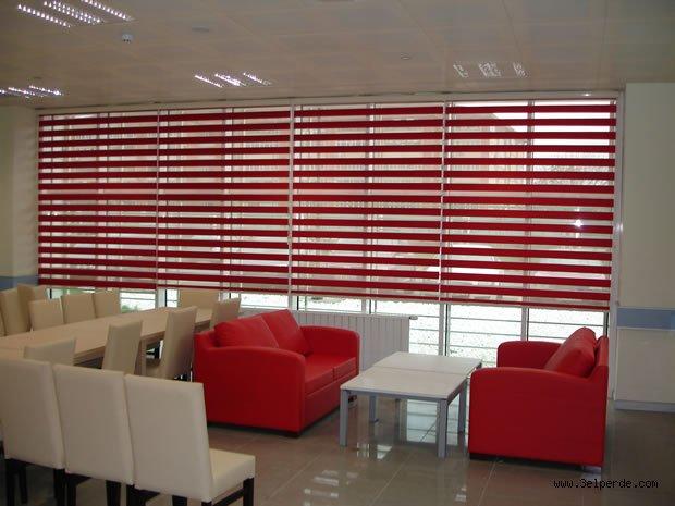 Kırmızı zebra perde modeli